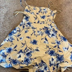 Short blue flowered dress